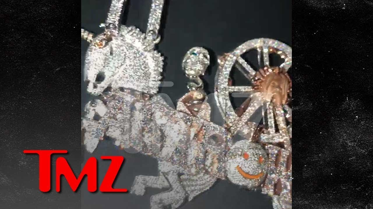 Travis Scott Drops $450,000 For His Astroworld Set Design in Diamonds | TMZ 3