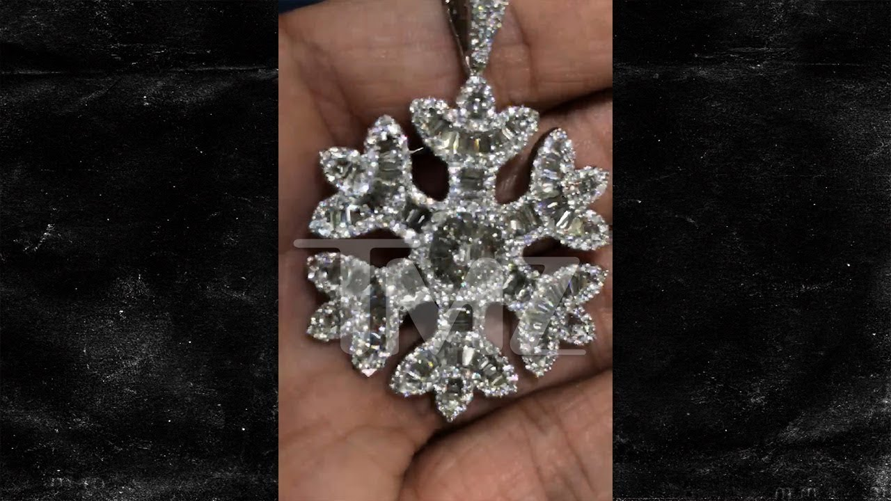 Quavo Drops $75,000 on Diamond Snowflake Bling For Rapper Girlfriend Saweetie 4