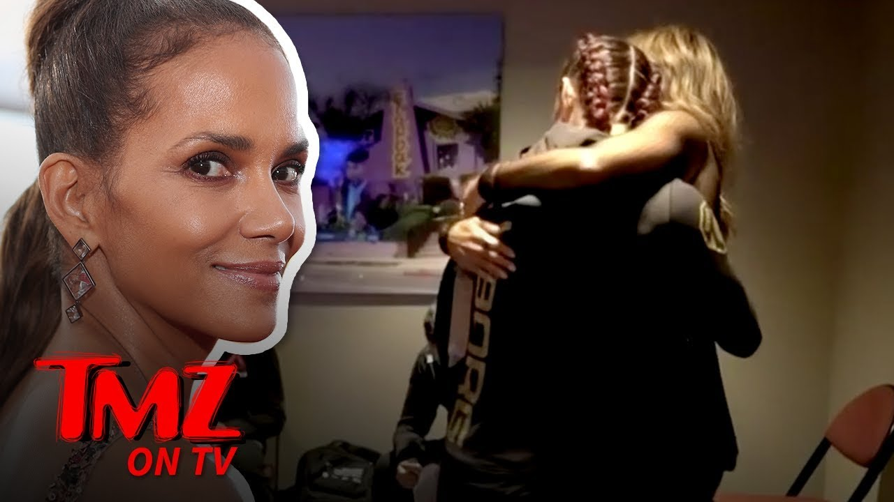 Halle Berry Consoled Cyborg In Locker Room After UFC 232 Loss | TMZ TV 4