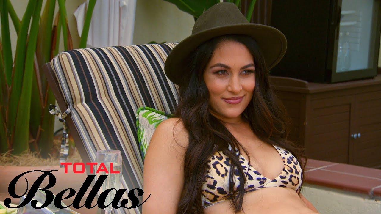 Brie Bella Wants to Pretend to Be Twin Nikki on Her Date | Total Bellas | E! 3