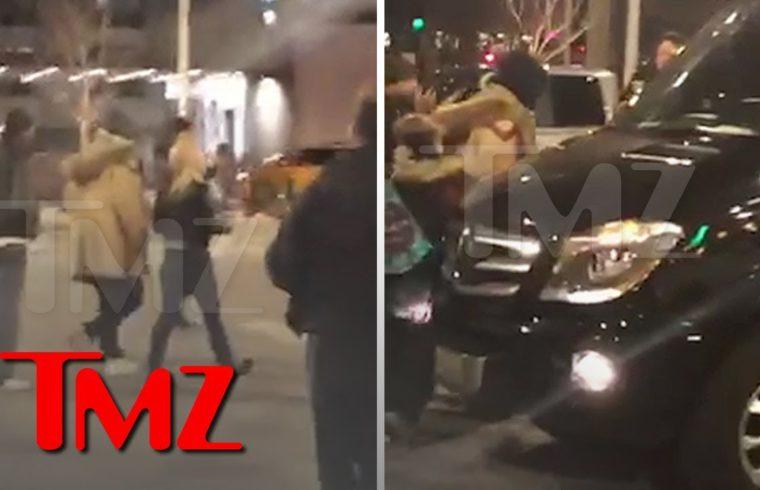 R. Kelly Swarmed As He Leaves McDonald's After Posting Bail | TMZ 1
