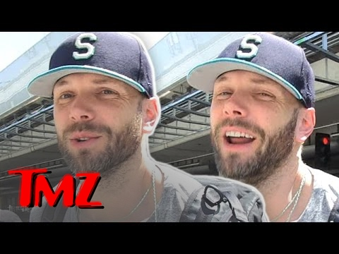 We ask Joel McHale The Strangest Question He's Ever Been Asked! | TMZ 4
