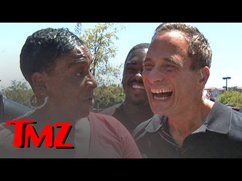 Auntie Fee, Viral Chicken Wings Chef, Cooks For TMZ | TMZ 2