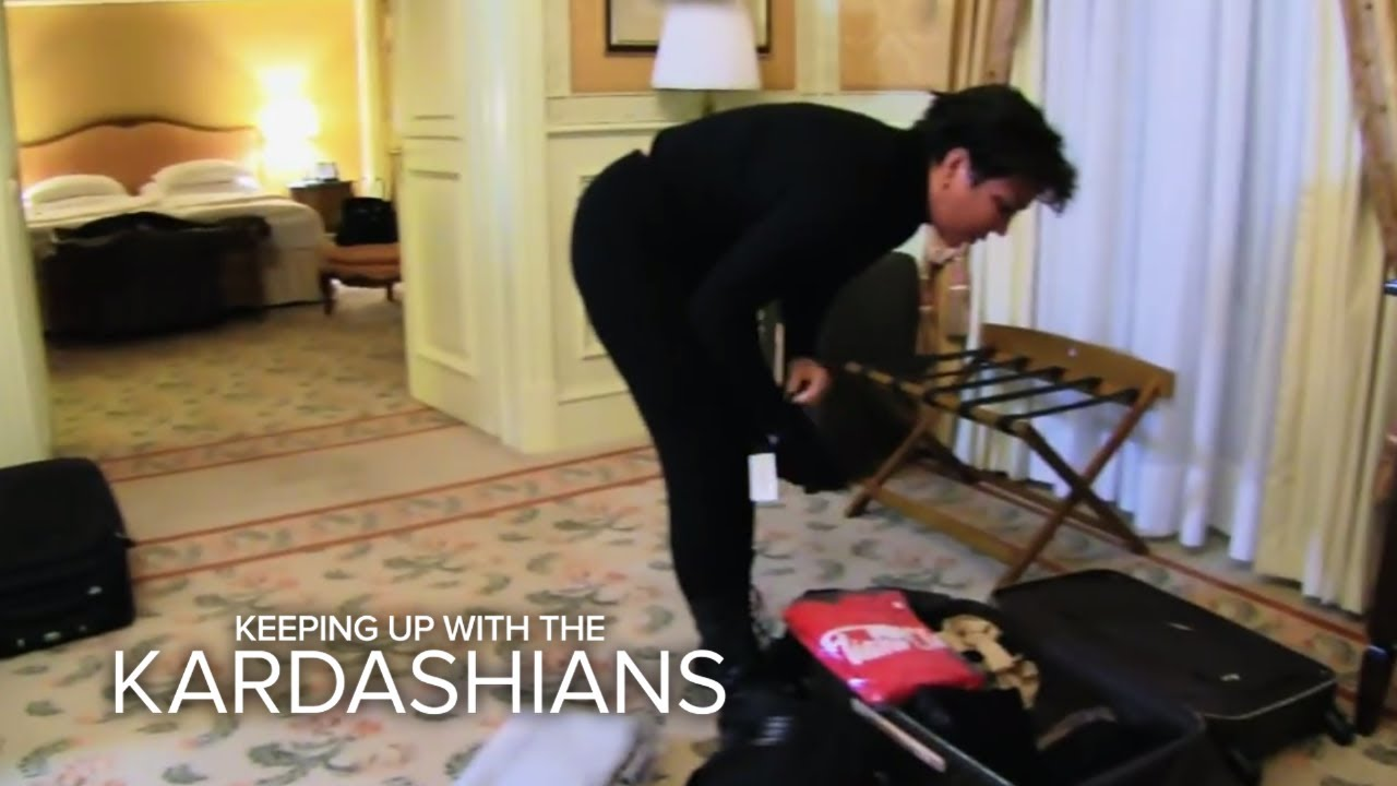 KUWTK | Thieves Steal Kris Jenner's Luggage! | E! 2