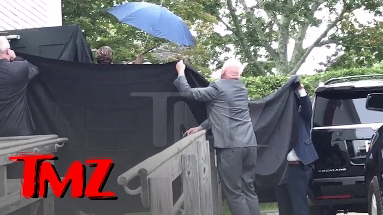 Taylor Swift BOOED For Hiding from Fans After Wedding | TMZ 1