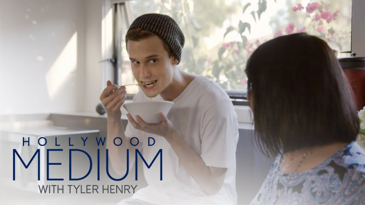 There's a Ghost in Tyler Henry's Lemon | Hollywood Medium with Tyler Henry | E! 3