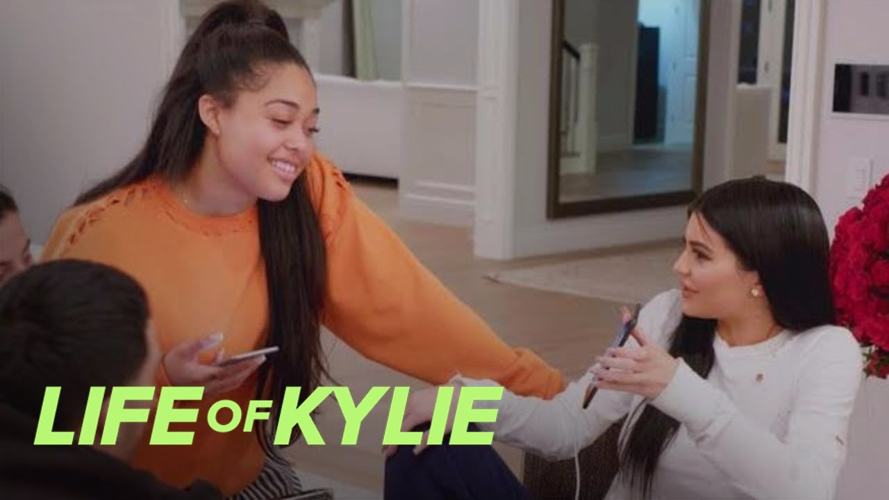 Kylie Jenner Plays Matchmaker for Jordyn Woods | Life of Kylie | E! 5