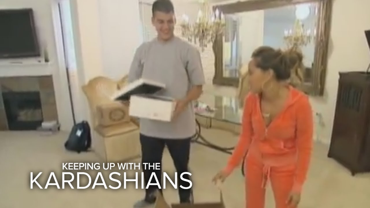 KUWTK | Khloé Kardashian Gets a Mold of Her Face | E! 1