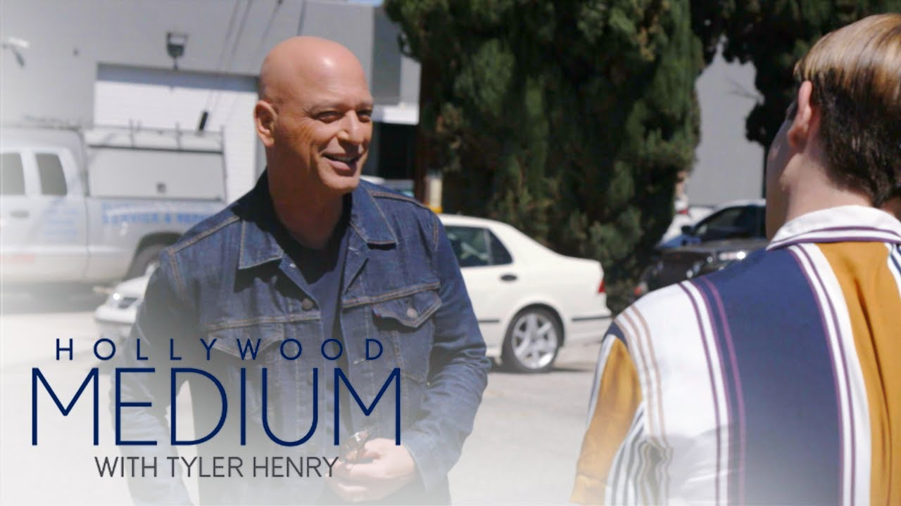 Tyler Henry's Mother Freaks Out Meeting Howie Mandel! | Hollywood Medium with Tyler Henry | E! 4
