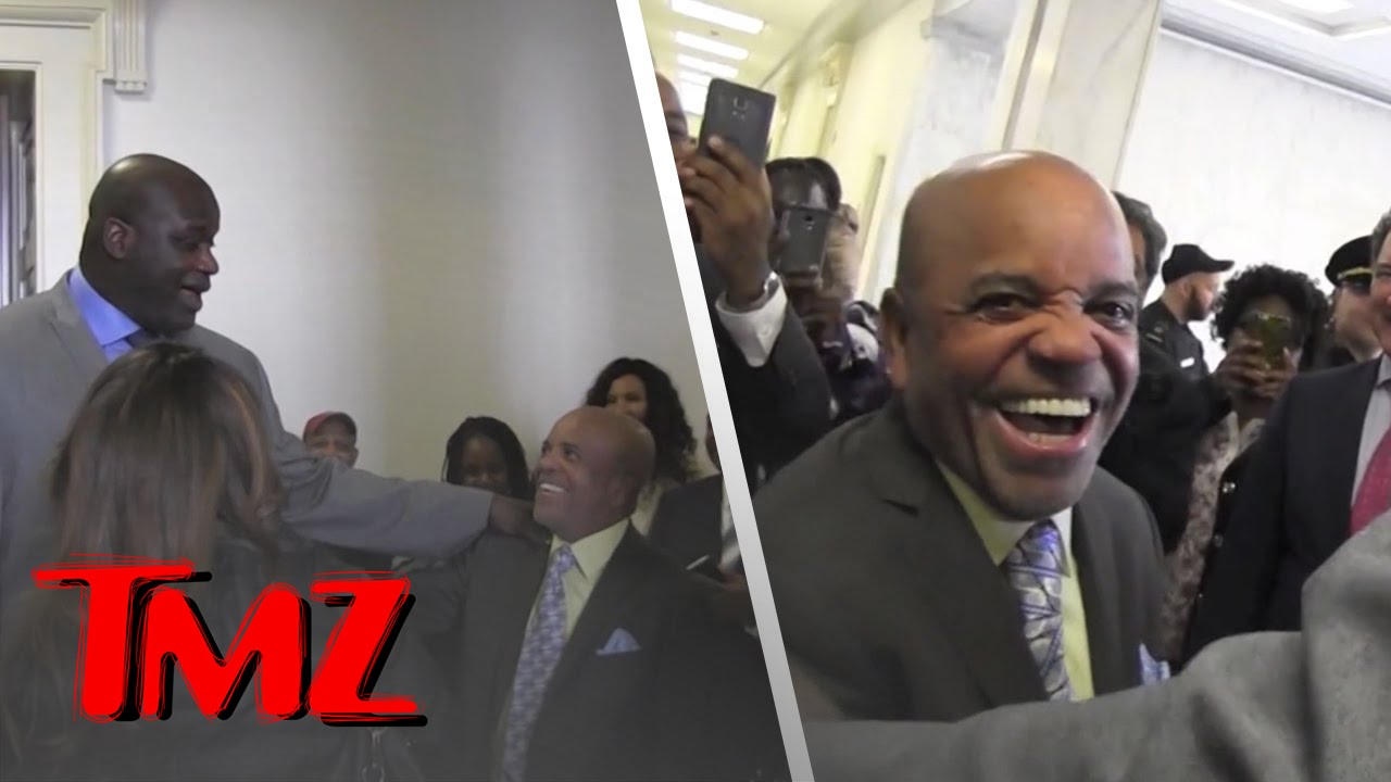 Shaq Runs Into Barry Gordy In Washington D.C. | TMZ 5