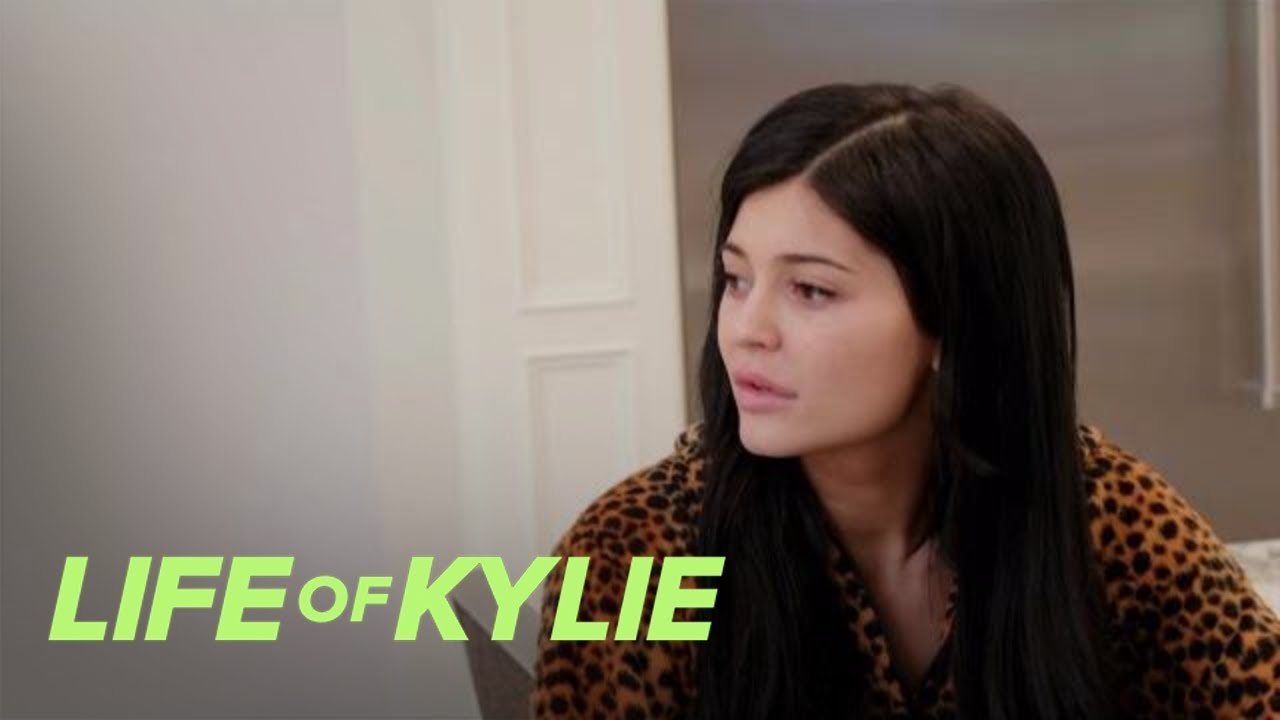 Kylie Jenner Is Over Her Rainbow Colored Hair | Life of Kylie | E! 1