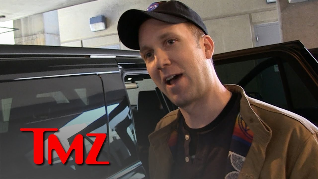 'Daily Show' Comedian Jordan Klepper Talks College Bribery Scandal | TMZ 4