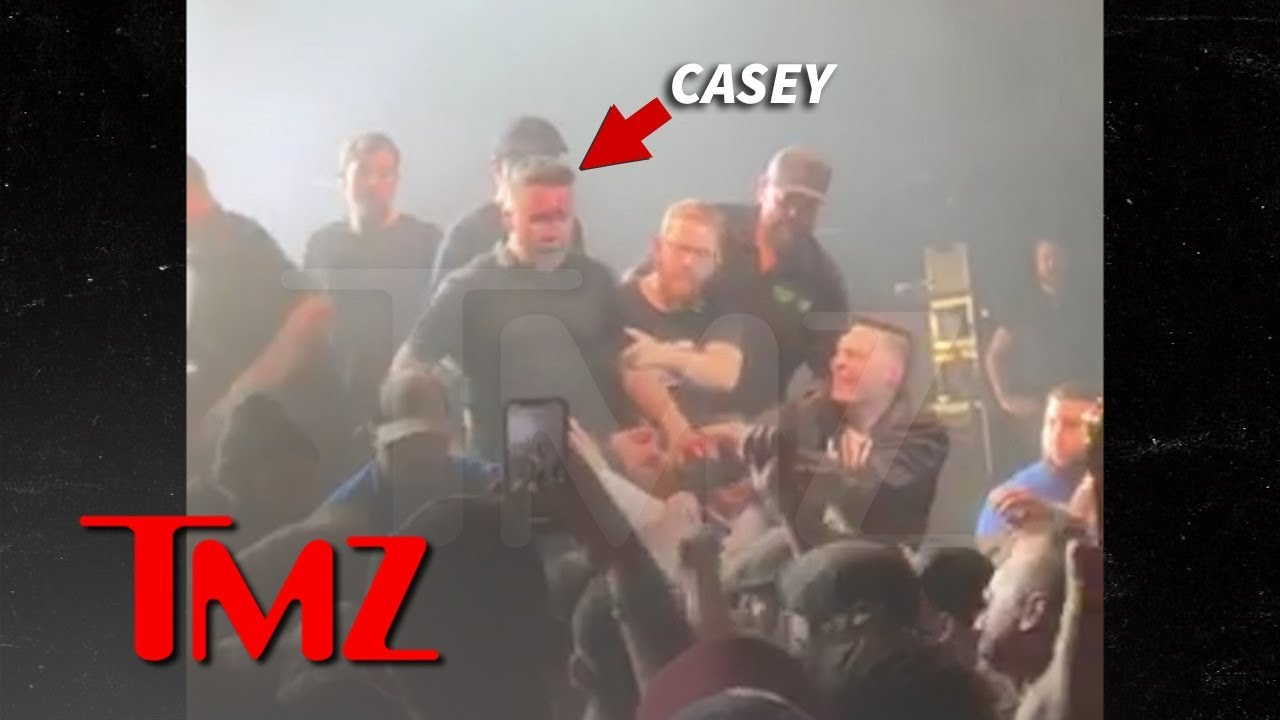 Dropkick Murphys' Ken Casey Bloodied Up in Fight with Concert Fan 5