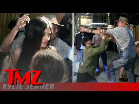Tom Brady Eats Da Booty | TMZ TV 1