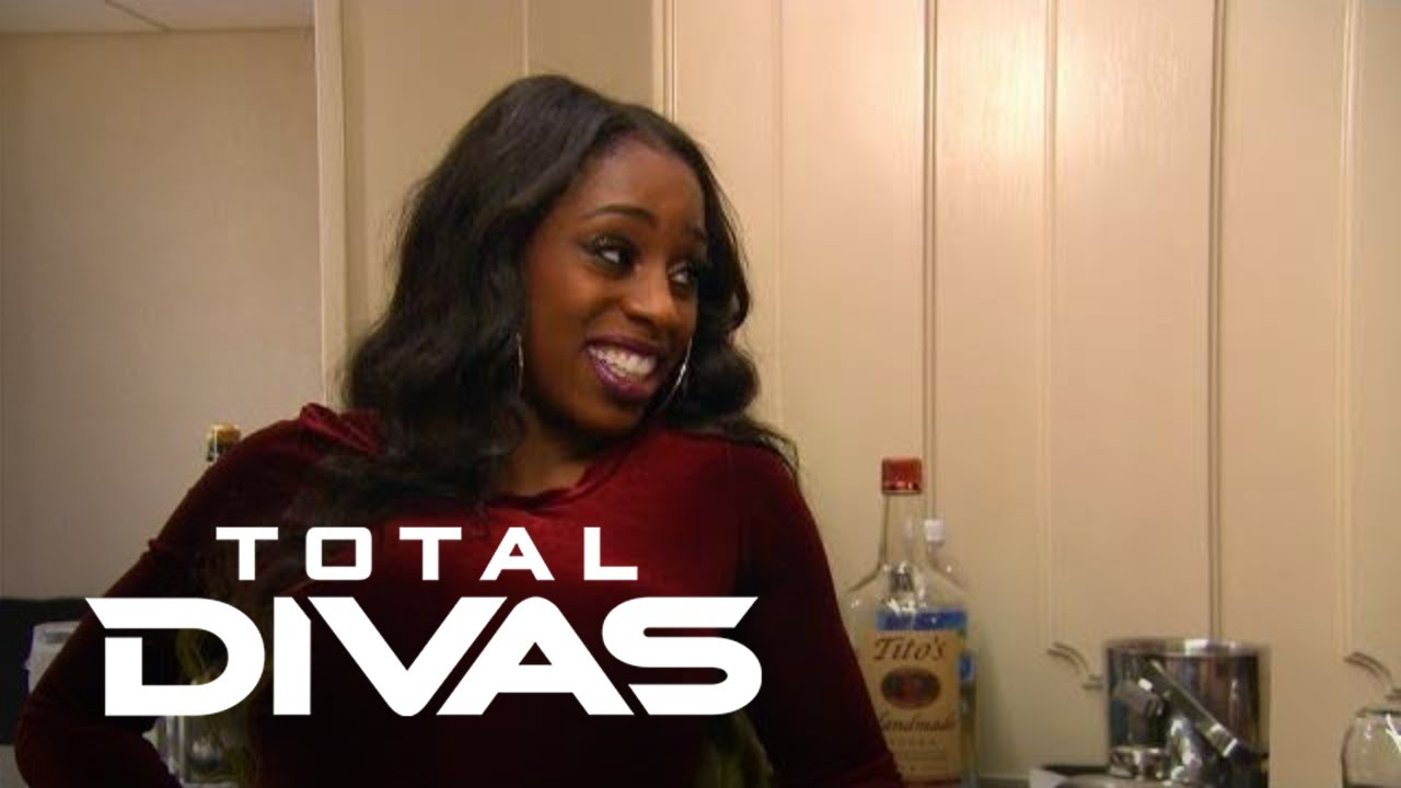 Trinity Wants a Place in Atlanta--So Will Hubby Jon Approve? | Total Divas | E! 5