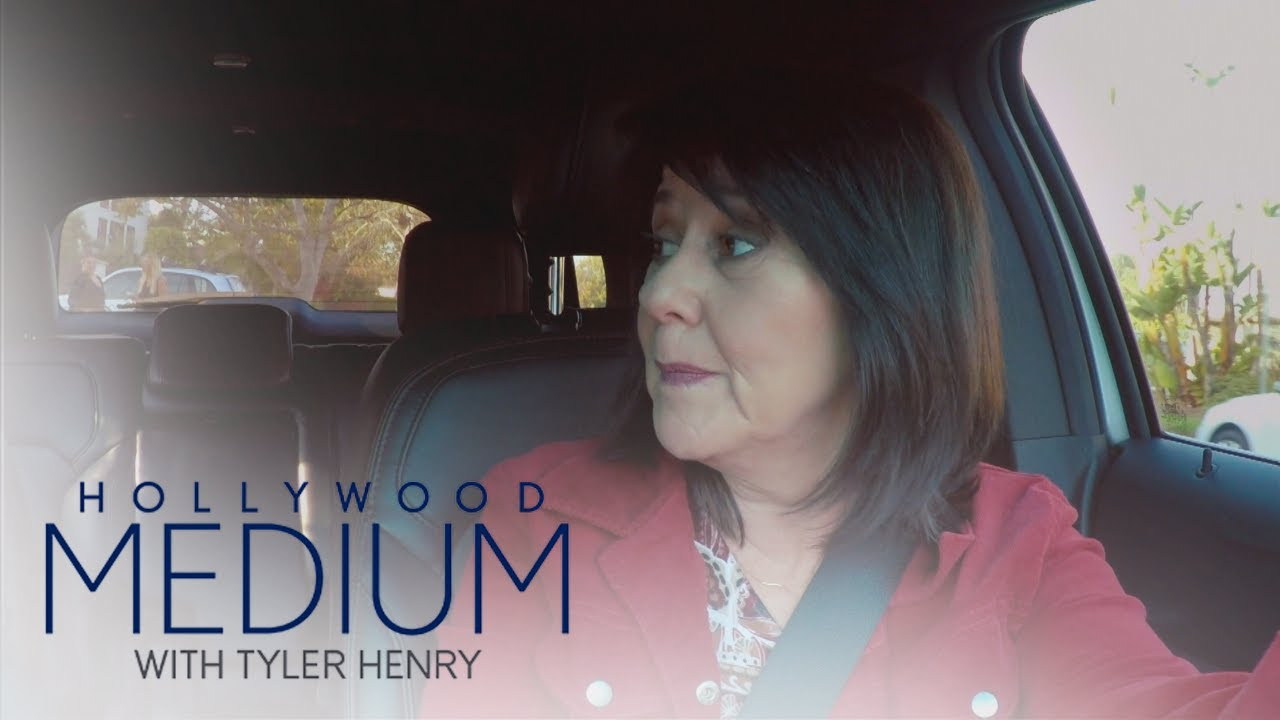 Tyler Henry's Mom Freaks After Meeting La Toya Jackson | Hollywood Medium with Tyler Henry | E! 3