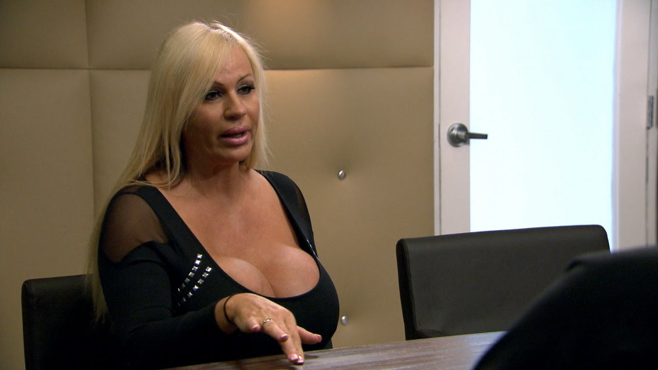Lacey Shows Off Incredible LLL Boob Trick! | Botched | E! 3