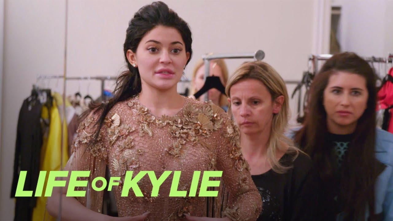 Kylie Jenner Wants What Done to Her Versace Gown?! | Life of Kylie | E! 1