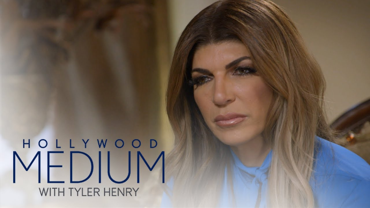 Teresa Giudice's Late Mom Comes Through During Reading | Hollywood Medium with Tyler Henry | E! 3