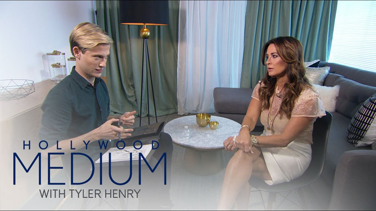 Kyle Richards Has Emotional Reading With Tyler Henry | Hollywood Medium with Tyler Henry | E! 1