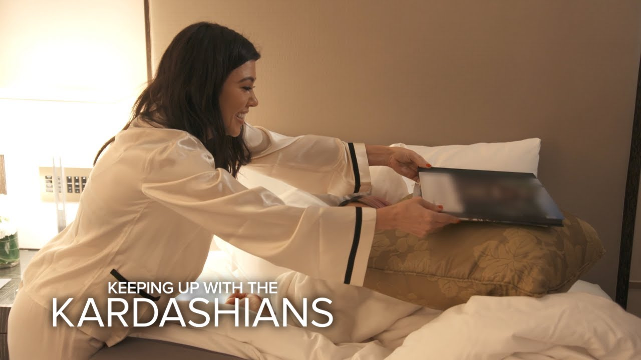 KUWTK | Kim Kardashian Gets Pranked By Kourtney & Khloé While She Naps | E! 4