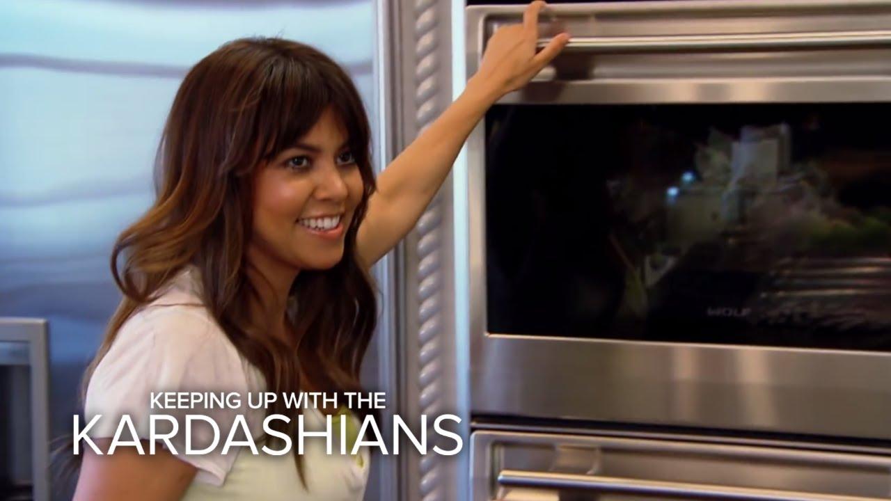 KUWTK | Kourtney Kardashian Cooks Up Placenta | E! 3
