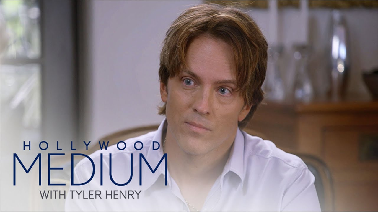 Tyler Henry Connects Larry Birkhead to Anna Nicole Smith | Hollywood Medium with Tyler Henry | E! 5