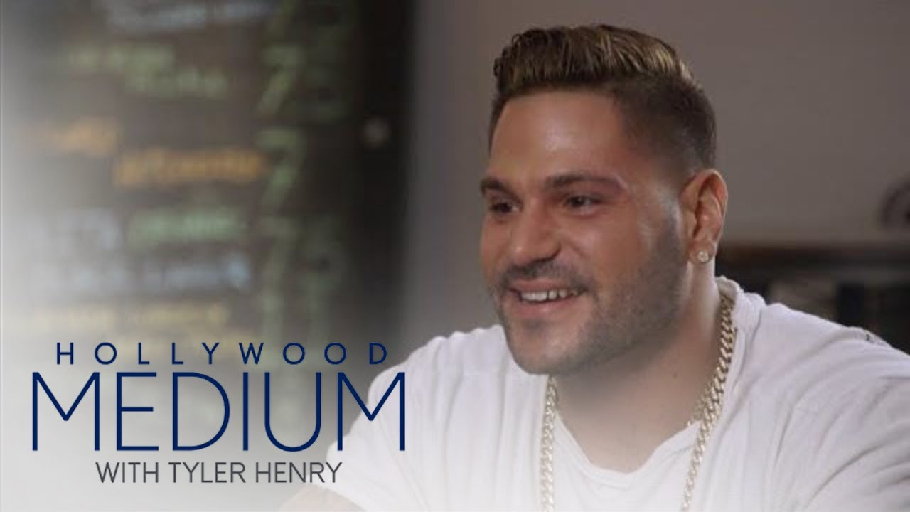 Tyler Can't Help But Laugh at Ronnie Ortiz-Magro's Story | Hollywood Medium with Tyler Henry | E! 3