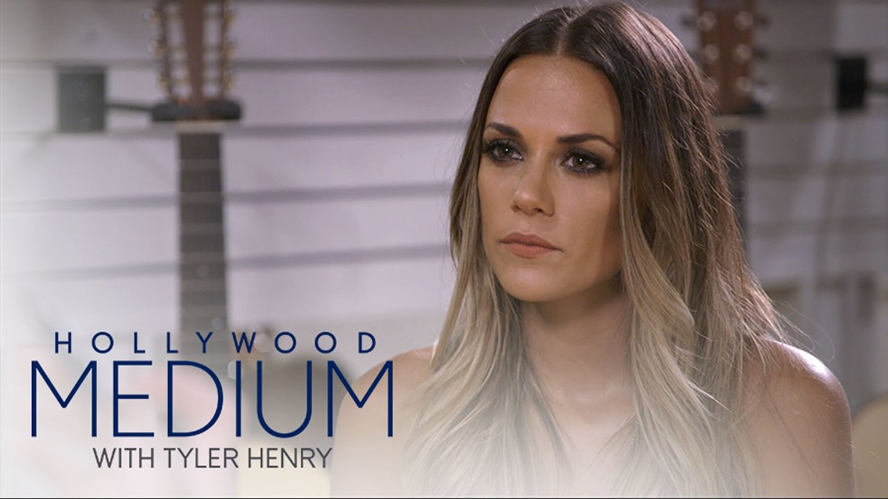 Jana Kramer's Reading Goes in a Different Direction | Hollywood Medium with Tyler Henry | E! 4