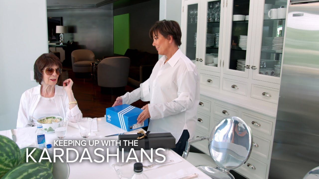 KUWTK | Kris Jenner Slips Tracking Device in Mom's Shoes | E! 4