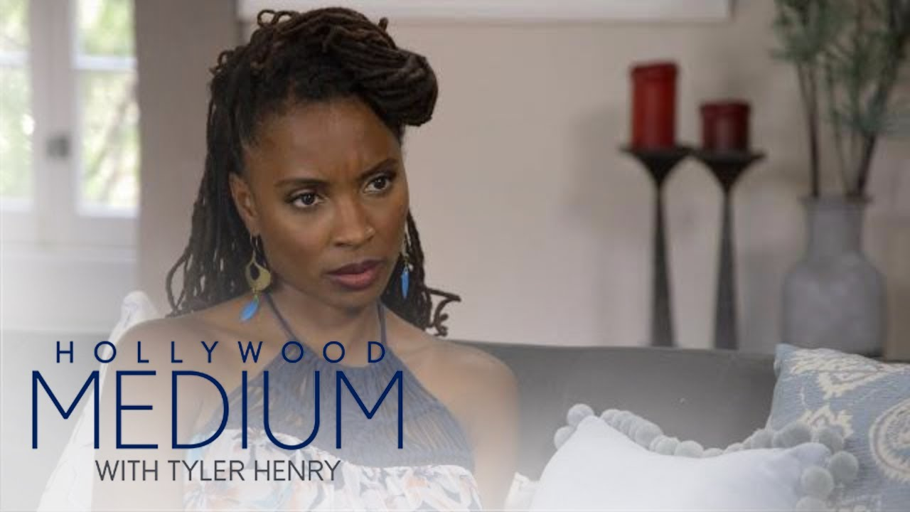 Shanola Hampton Connects With Her Late Mother | Hollywood Medium with Tyler Henry | E! 3