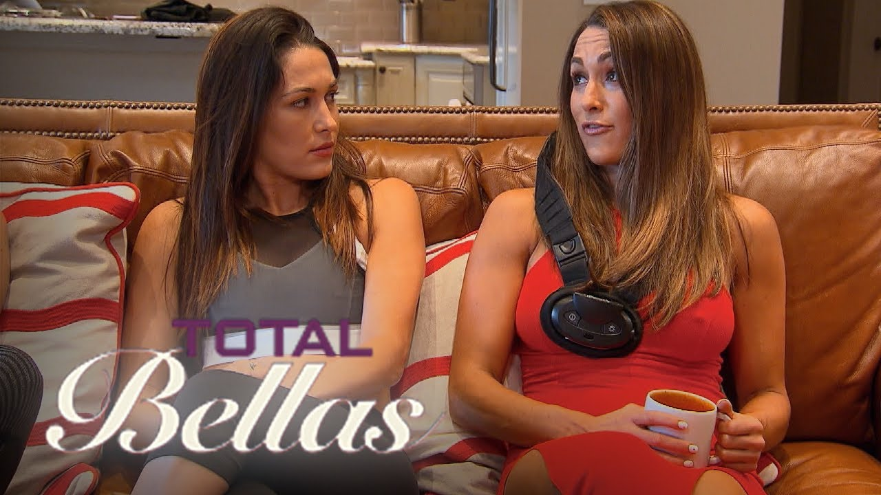 Daniel Bryan Loses His Cool With Brie & Nikki Bella | Total Bellas | E! 2