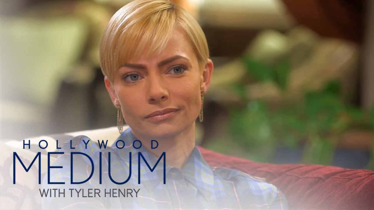 Jaime Pressly Connects With Brittany Murphy | Hollywood Medium with Tyler Henry | E! 1