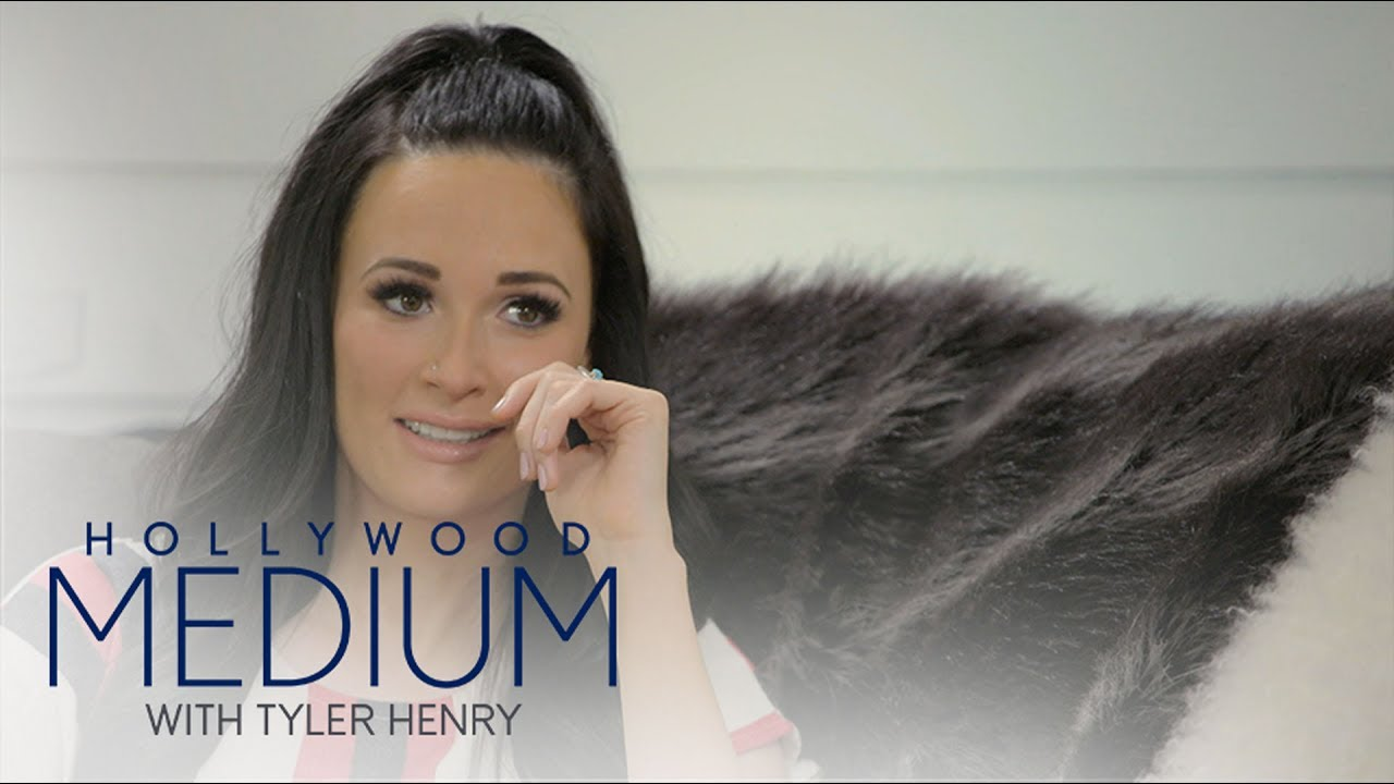 Kacey Musgraves' Mother Confirms Tyler Henry's Reading | Hollywood Medium with Tyler Henry | E! 1
