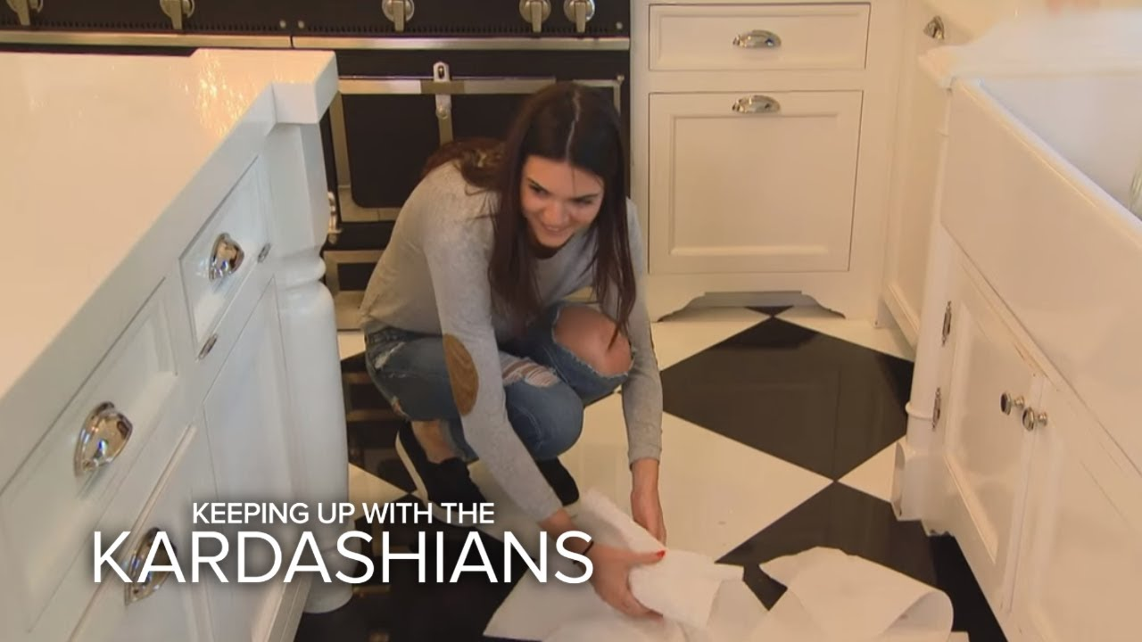 KUWTK | Kendall Gets Into Deep Doo-Doo With Kris | E! 1