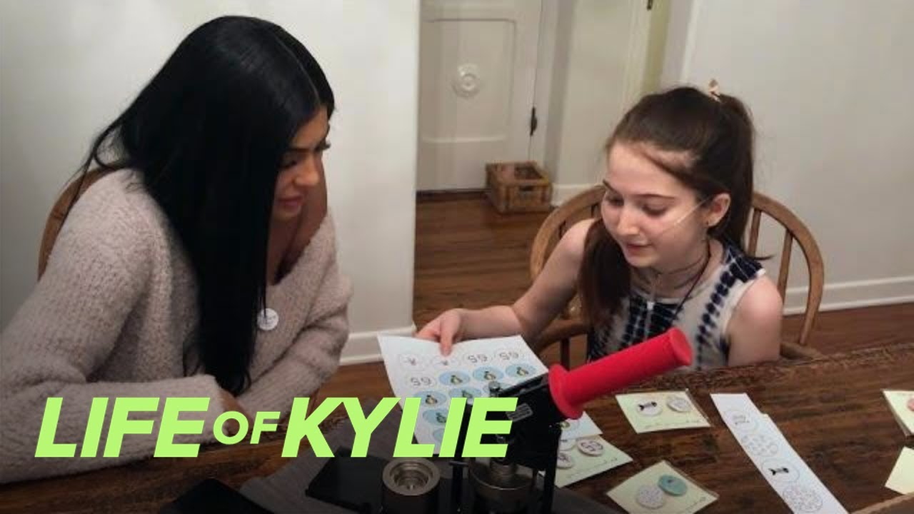 Kylie Jenner Visits One of Her Superfans Ari Thau | Life of Kylie | E! 1