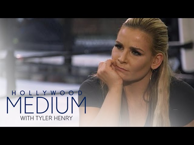 Nattie Niedhart Connects to Uncle Owen Hart | Hollywood Medium with Tyler Henry | E! 4