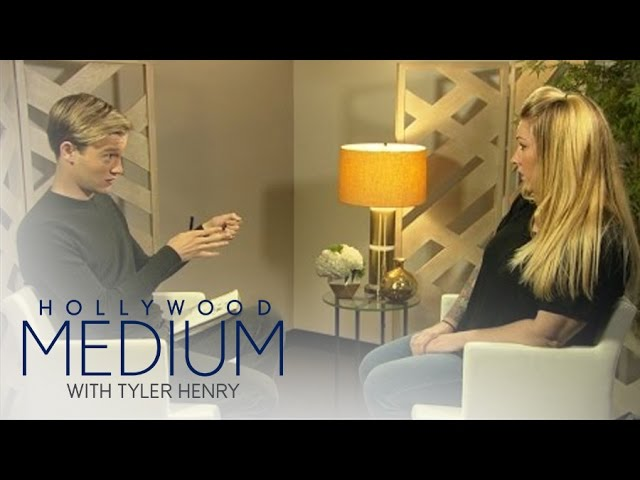 Tyler Henry Reads 3 Fans for Mother's Day  | Hollywood Medium with Tyler Henry | E! 4
