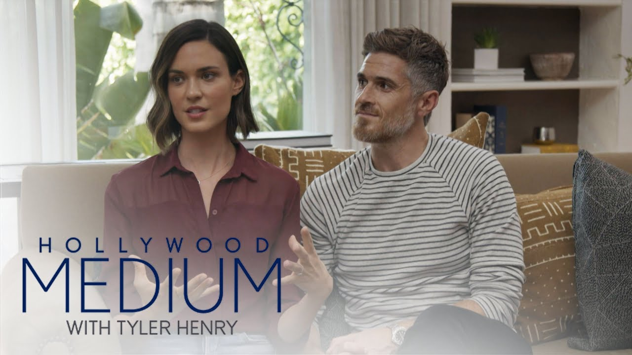 Tyler Henry Finds a Ghost in Dave & Odette Annable's House | Hollywood Medium with Tyler Henry | E! 4