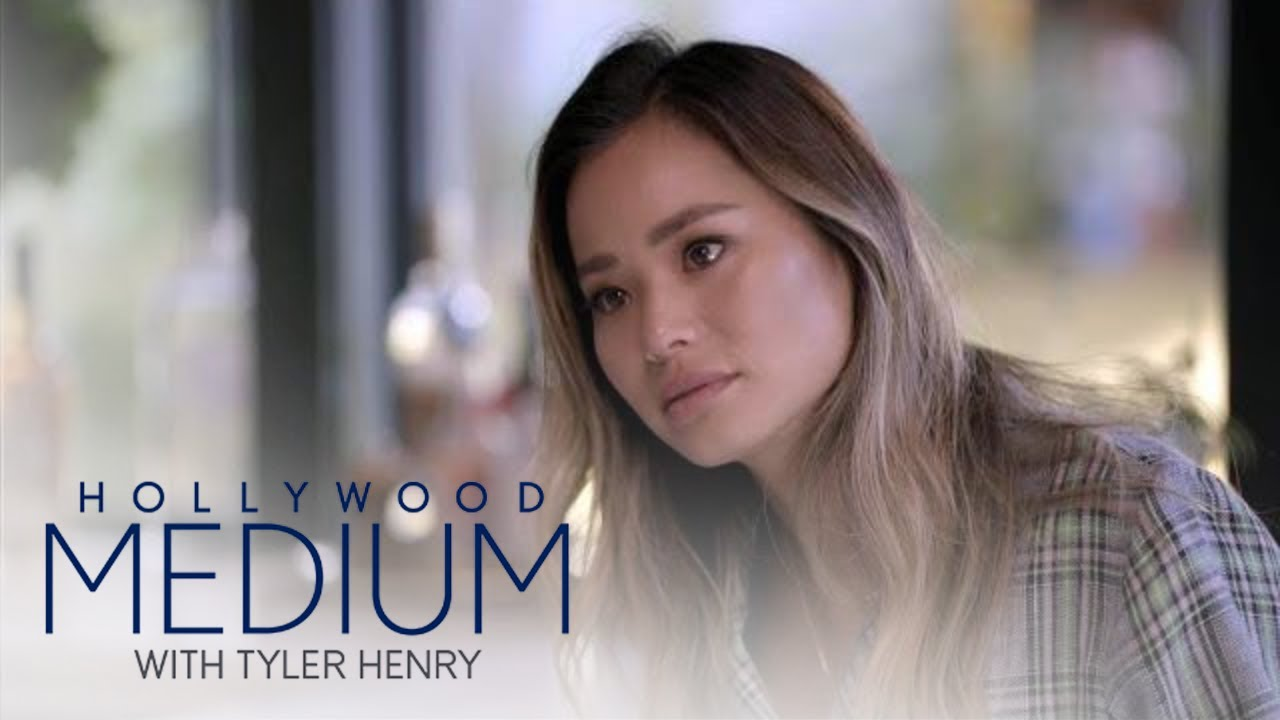 Tyler Henry Predicts Fertility Hurdles for Jamie Chung | Hollywood Medium with Tyler Henry | E! 5