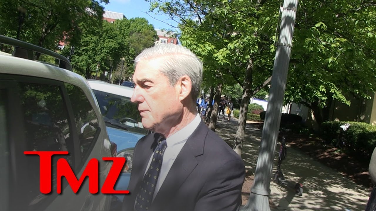 Robert Mueller Seen Leaving Church, Mum on Report Release 2