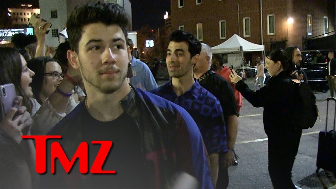 The Jonas Brothers Perform Concert in Atlanta and Fans Go Crazy 4