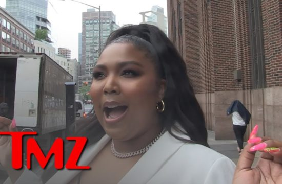 Lizzo Says Her DMs Are Full of F*** Boys!!! 10