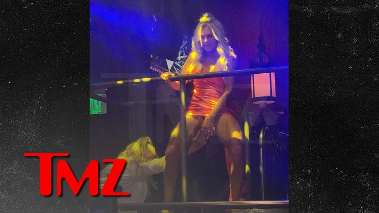 Shannon Beador Desperately Tries Covering Tamra Judge's Crotch in Miami | TMZ 4